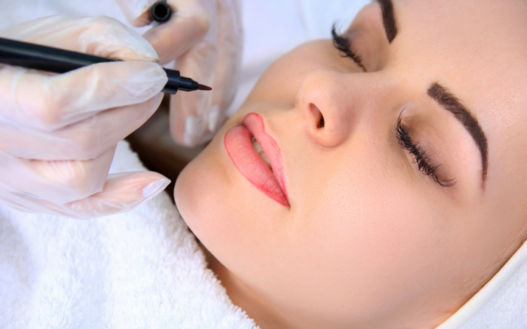 permanent-make-up-augenbrauen-lippen-korrigieren-kontur-fuellen